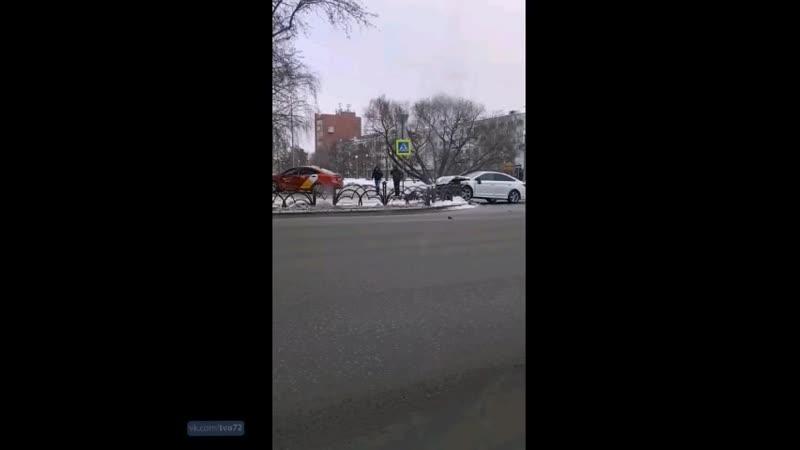 ДТП перекресток Республики - Тульская, Тюмень