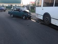 Автобус и легковушка не поделили дорогу в Боринском