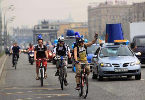 Одна из акций «Синих ведерок» на Кутузовском проспекте, 2012 год