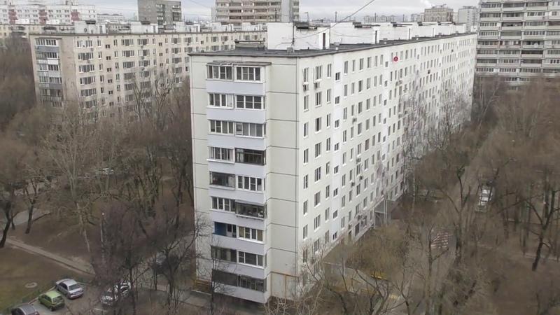 30 03 2020 год понедельник 9 00 Москва карантинная московский дворик обезлюженный