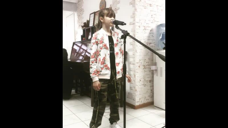 Лиза Квинс Песня Розочки Тролли Мировой тур