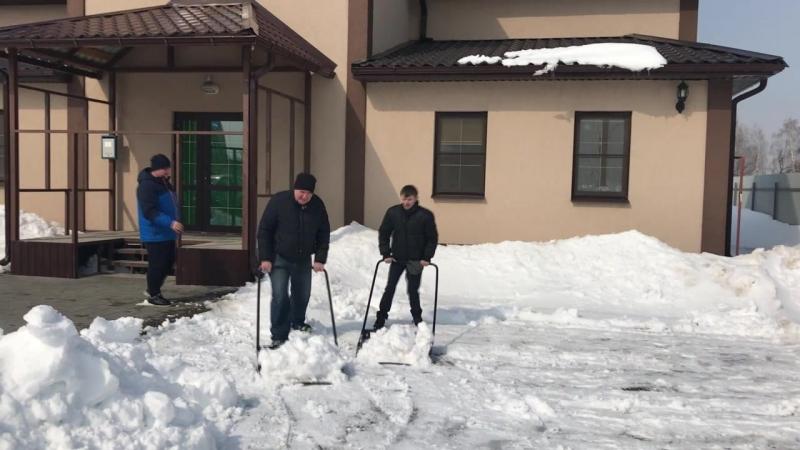 Как снежок нас сплачивал в марте.