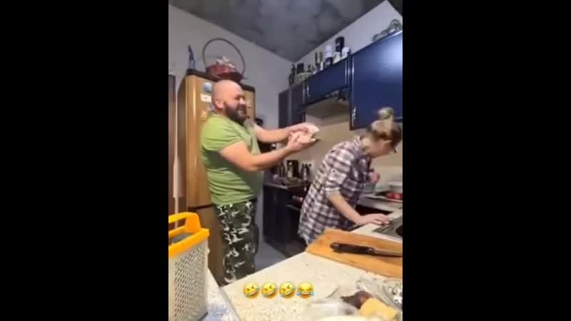 Хорошо когда муж и жена с юмором понимают друг друга