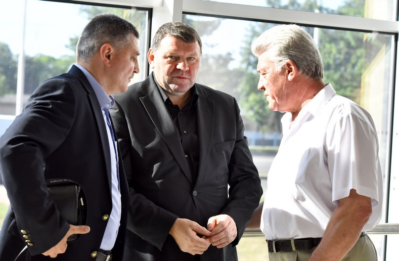 С олимпийским чемпионами Константином Шароваровым и Александром Каршакевичем