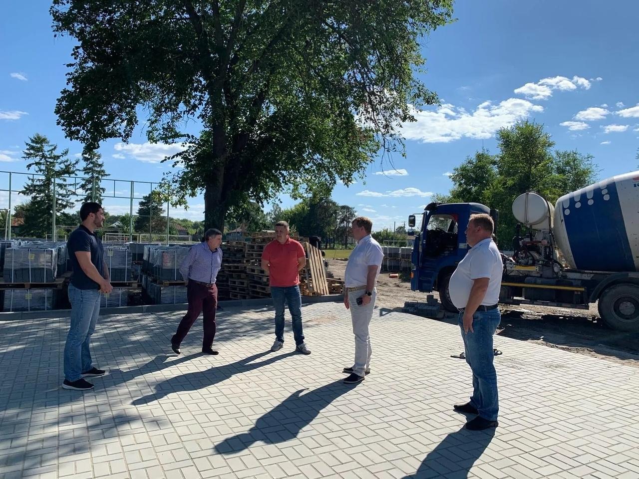 Руководство Петровского района проконтролировало, какими темпами идут строительные работы в городском парке культуры и отдыха
