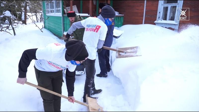Рейд доброты в Хорлово Госадмтехнадзор с волонтёрами почистили снег во дворе дома ветерана войны