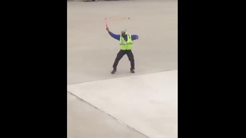 Командует танцор.