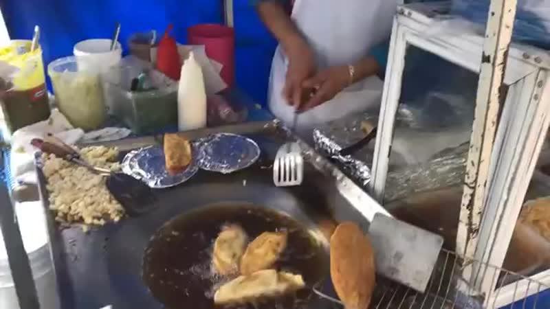 Enseñando a mi amiga RUSA comer ANTOJITOS MEXICANOS 360P mp4