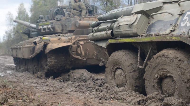 Алабино, танки вязнут в грязи. Буксировка. КукуруЗо.