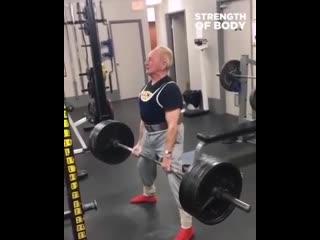 : Дедушка в 90 лет делает становую тягу 184 кг