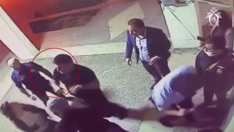 Фрагмент драки между адвокатами и сотрудниками полиции в отделе МВД Урванский