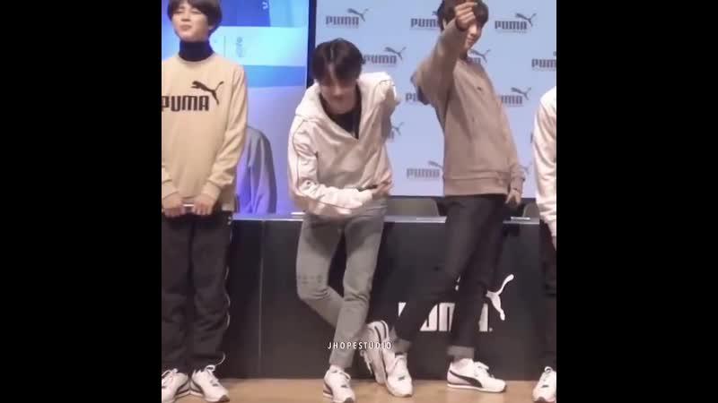 Hoseok's fancy habit of bowing like a prince👑🥺