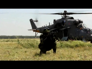 Отработка беспарашютного десантирования с многоцелевого ударного вертолета Ми-35М