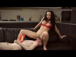 Села на лицо парнишке (cunni oral sex porno video)