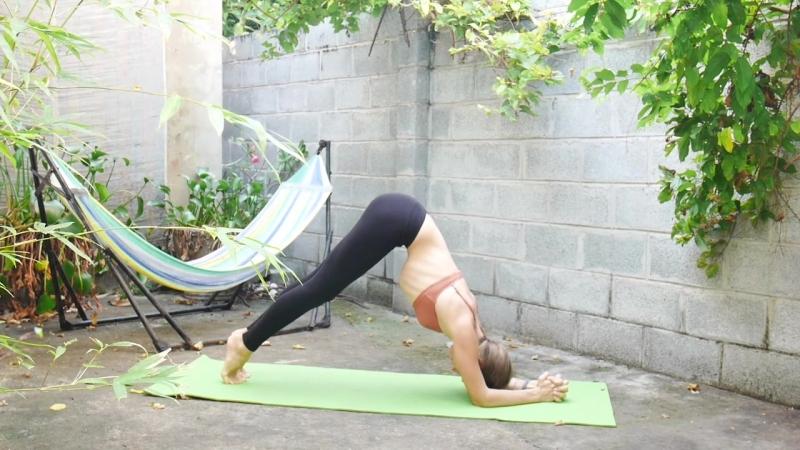 Короткая практика йоги для пресса и талии