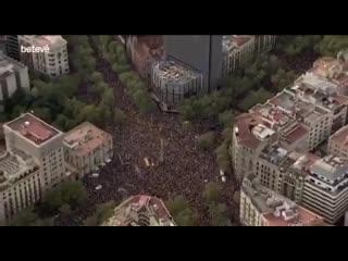 В Барселоне люди протестуют против арестов активистов каталонской независимости.