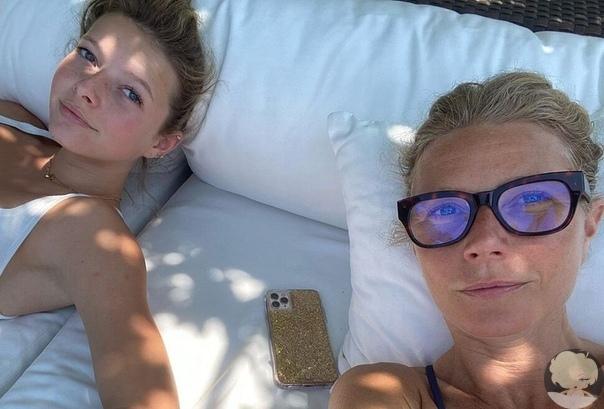 «Близнецы»: Гвинет Пэлтроу показала новое фото с 16-летней дочерью Эппл