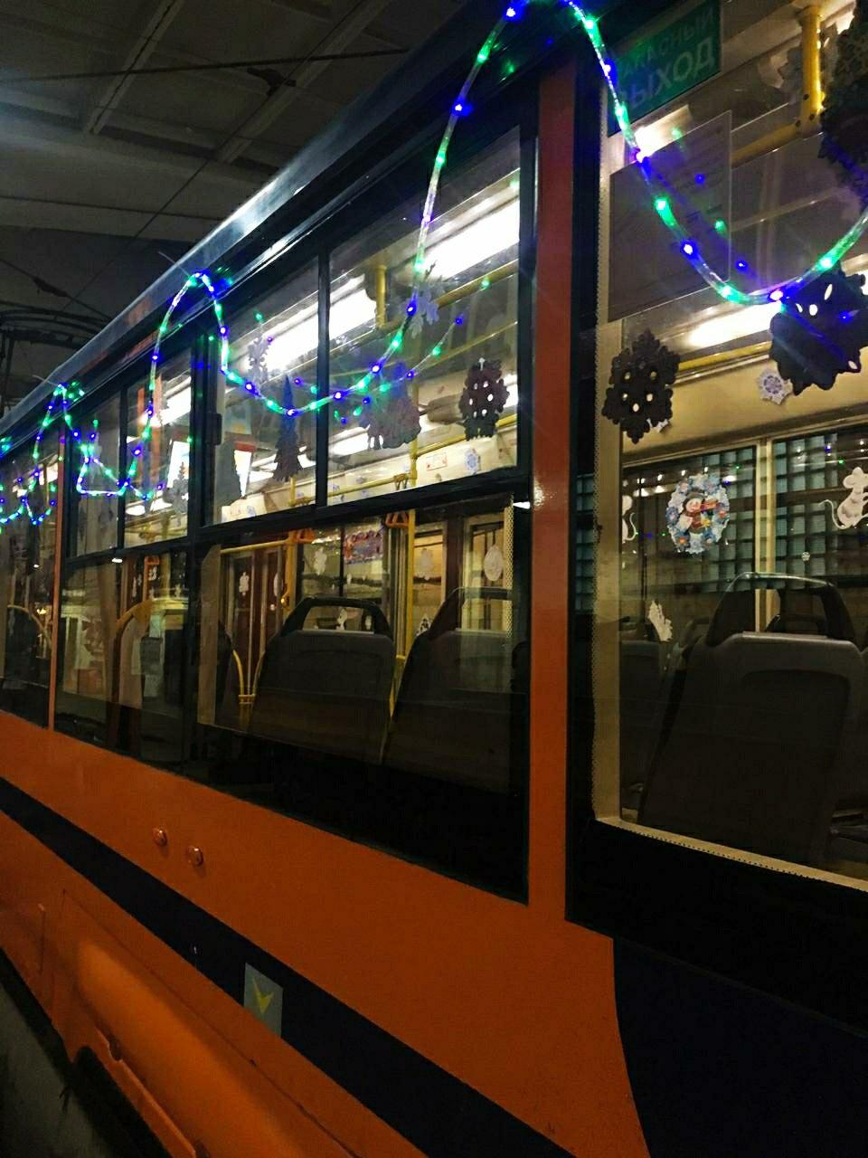 В Смоленске трамвай и троллейбус украсят к Новому году