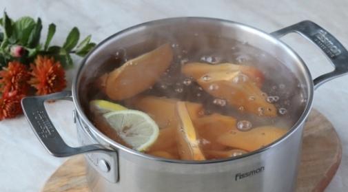 КОМПОТ ИЗ ХУРМЫ Ингредиенты Хурма - 2 шт. Сахар - 3 ст.л. (или по вкусу) Лимон - 2-3 ломтика Вода - 1,5 л Предлагаю вашему вниманию рецепт компота из хурмы. Эти плоды в нашей семье всегда