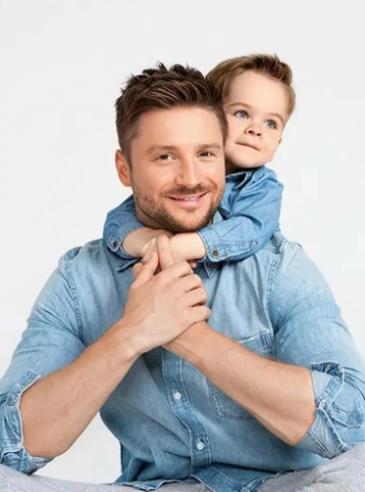 Сергей Лазарев принял отдать сына в обычный детский садик. Не хочет пафоса.