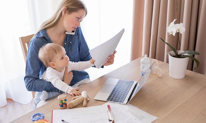 Работающих мам лишат детских пособий  Минтруд подготовил законопроект,