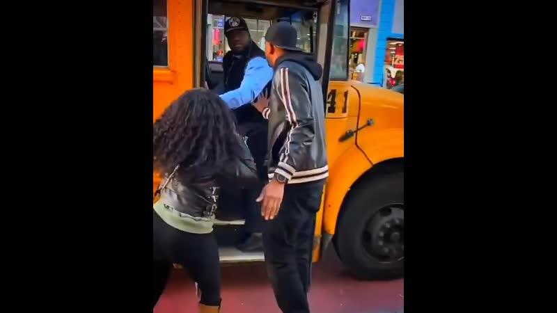 Водитель выбросил ребёнка из автобуса