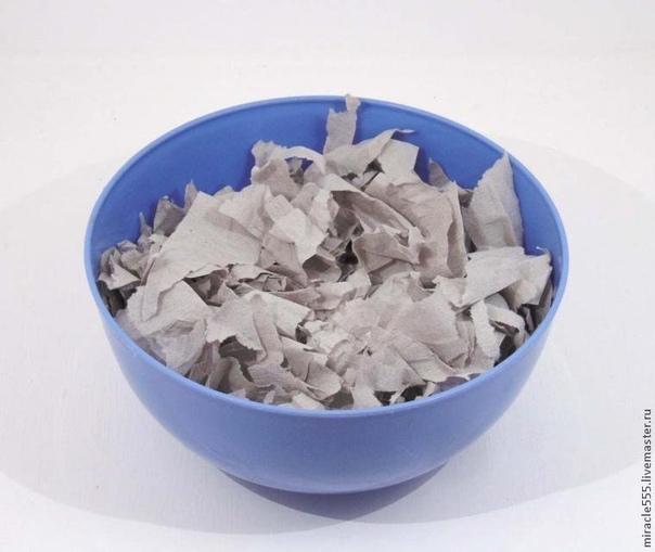 СНЕГОВИК ИЗ ПАПЬЕ-МАШЕ Материалы для работы: - туалетная бумага 1 рулон - клей ПВА (канцелярский или строительный) - медицинская вата - гуашевые или акриловые краски - кусочки плотного картона