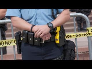 Момент расстрела темнокожего полицейским в Филадельфии
