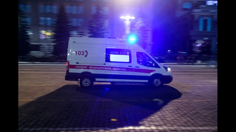 Автохам в Екатеринбурге подрезал скорую помощь которая везла беременную
