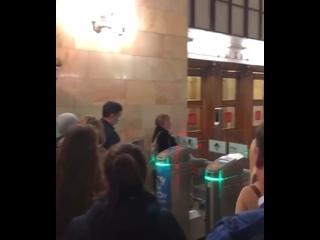 🙈 Face Pay в Московском метро пока не очень охотно...