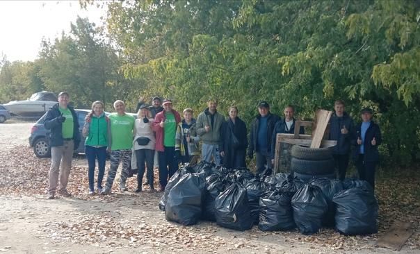 Нижегородцы собрали 63 мешка мусора на берегу Волг...