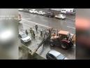 Штормовой ветер в Петербурге ломал деревья и передвигал машины
