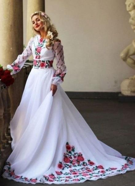 Свадебное платье с ручной вышивкой.