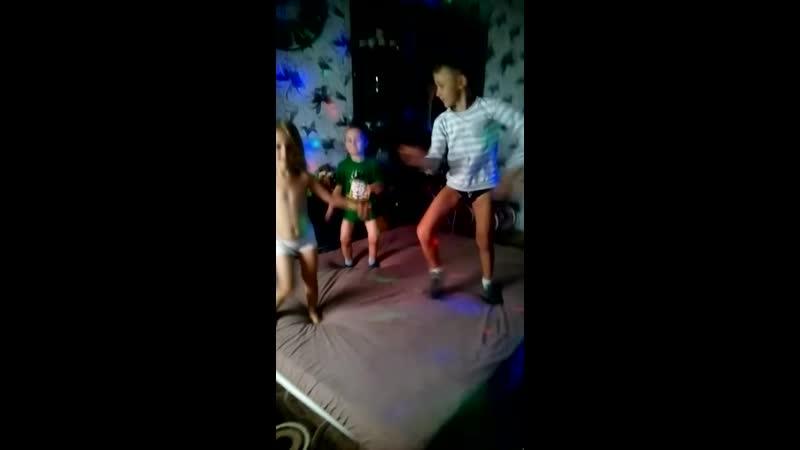 Дети счастливы Танцы