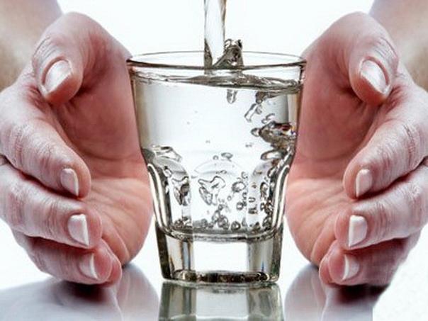 МОЛИТВА ПЕРЕД СТАКАНОМ ВОДЫ. Сохраните, чтобы не потерять. Год назад стала произносить Молитву перед стаканом воды, написанную Владимиром Николаевичем Шадриным из Хабаровска.Он пишет: Есть
