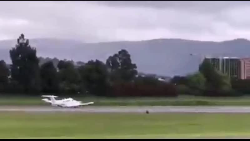 Пассажирский самолёт Beech King Air американского посольства в Колумбии совершил аварийную посадку в Боготе