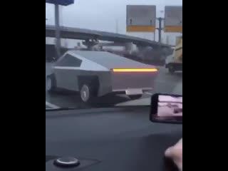 Tesla Cybertruck на минималках.