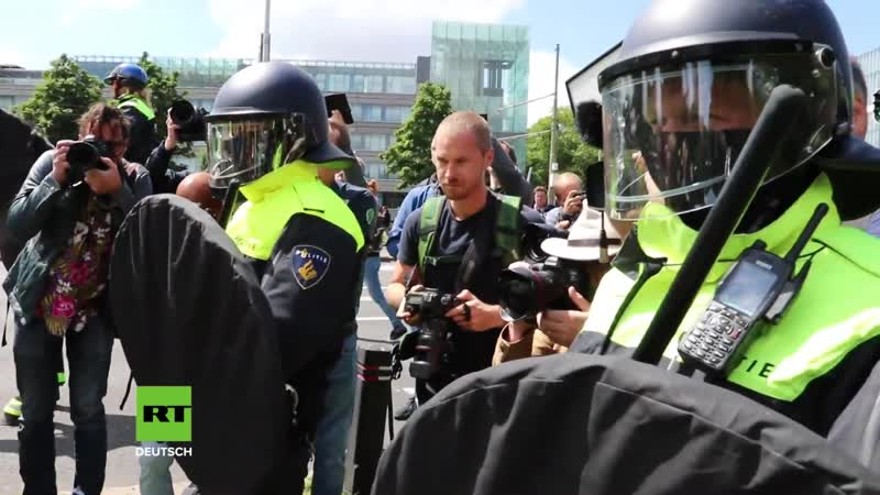 Den Haag_ Erneut Dutzende Festnahmen bei Protest gegen Corona-Maßnahmen (1080p_25fps_H264-128kbit_AAC)