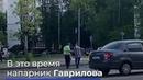 Сотрудник ДПС остановил машины и помог 98-летнему дедушке перейти дорогу в Москве
