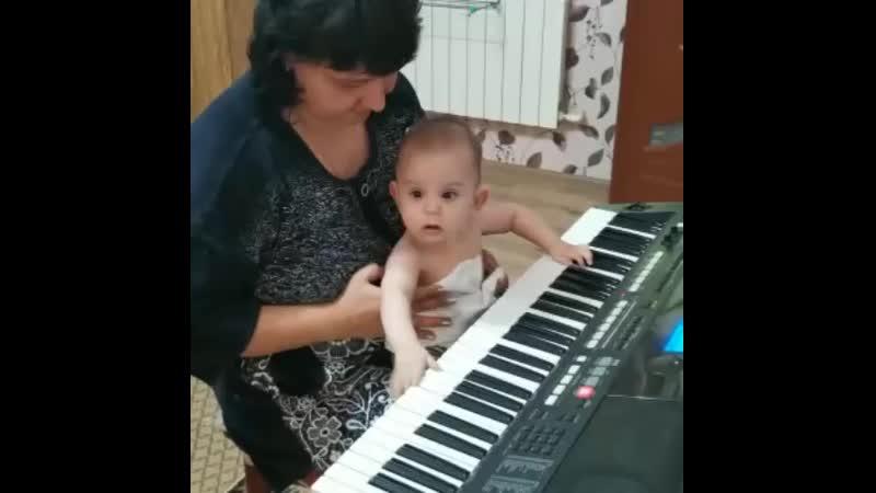 Мой внучек пианист
