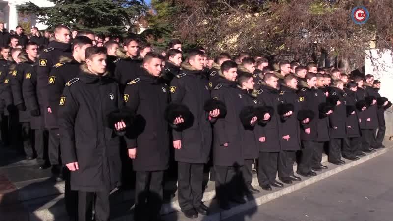 Курсанты военно морского училища Санкт Петербурга почтили память жертв Великого русского исхода